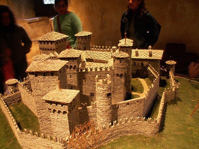 Итальянский замок Фенис (Castello di Fenis) 73768