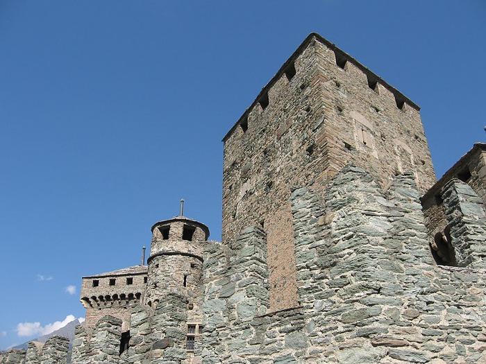 Итальянский замок Фенис (Castello di Fenis) 82817
