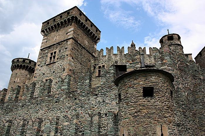 Итальянский замок Фенис (Castello di Fenis) 16442