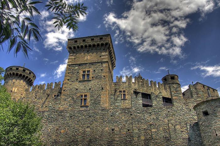 Итальянский замок Фенис (Castello di Fenis) 77800