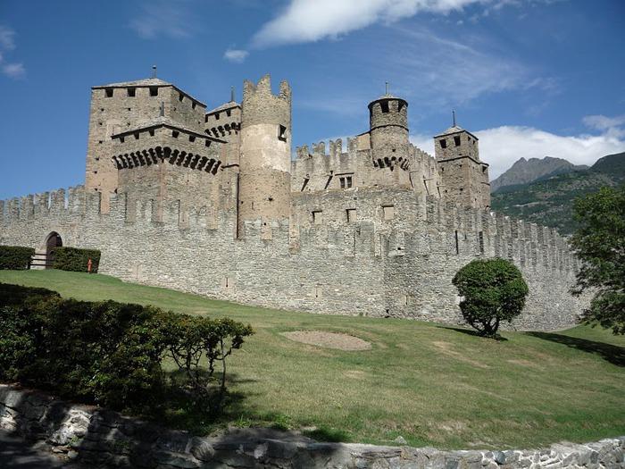 Итальянский замок Фенис (Castello di Fenis) 65445