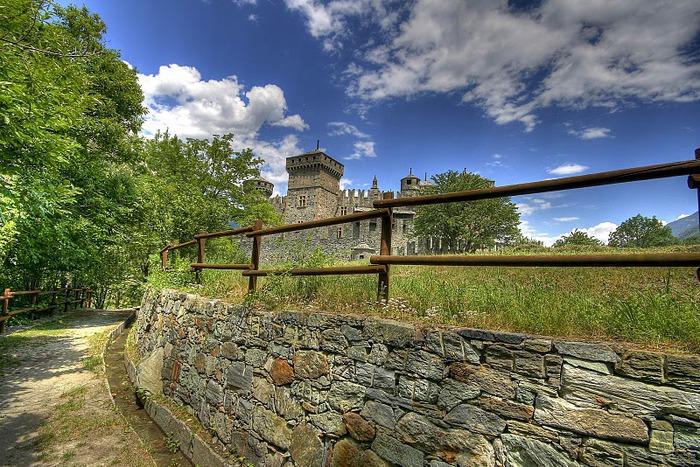 Итальянский замок Фенис (Castello di Fenis) 38768