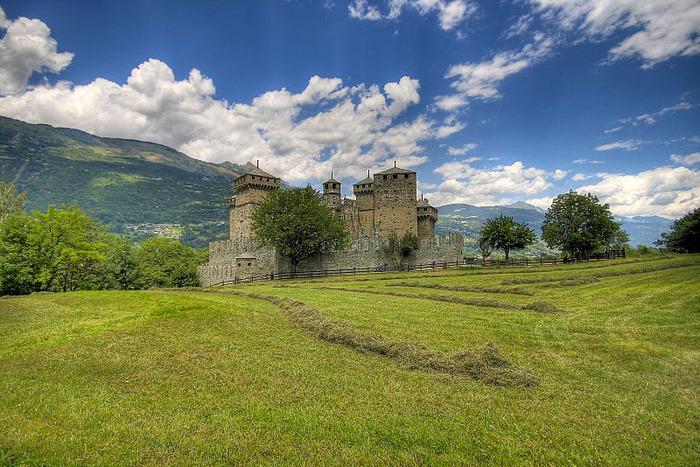 Итальянский замок Фенис (Castello di Fenis) 65734