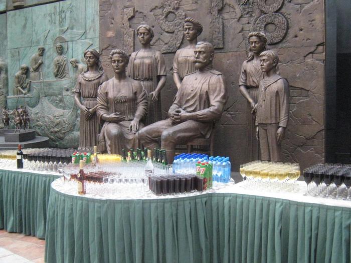 алкоголь перед царственными мучениками в помещении радиостанции эхо москвы