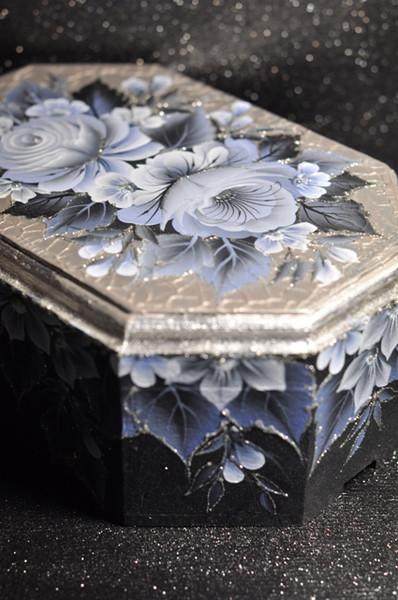 فنون الرسم على الخشب والزجاج