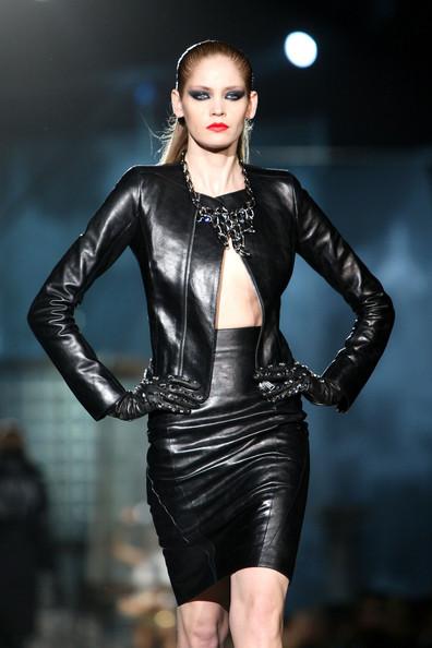 milan_fashion_week_aw2010_dsquared2_16 (396x594, 60 Kb)