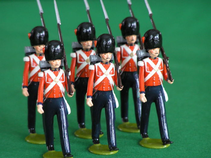 Но оловянные солдатики