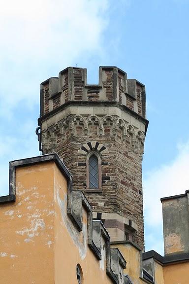 Рейнская жемчужина -Замок Штольценфельс 67226