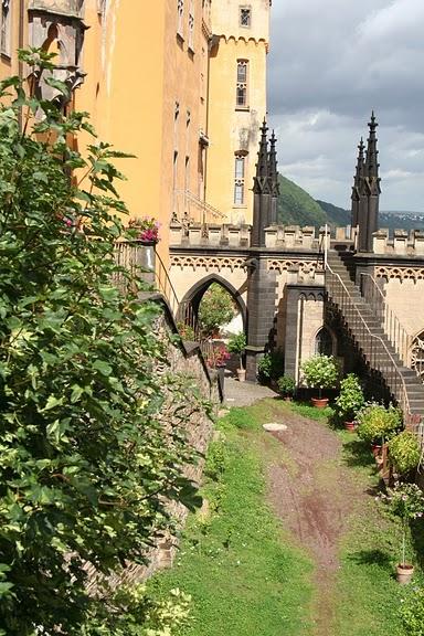 Рейнская жемчужина -Замок Штольценфельс 19733