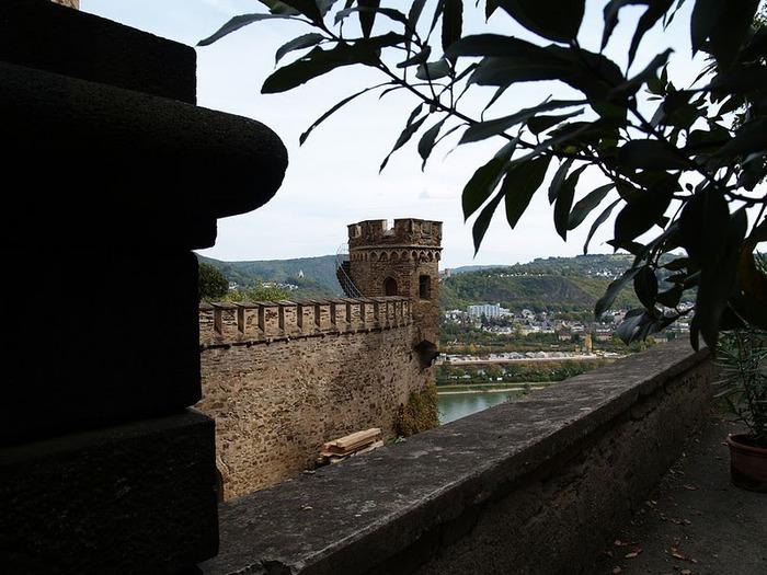 Рейнская жемчужина -Замок Штольценфельс 51254
