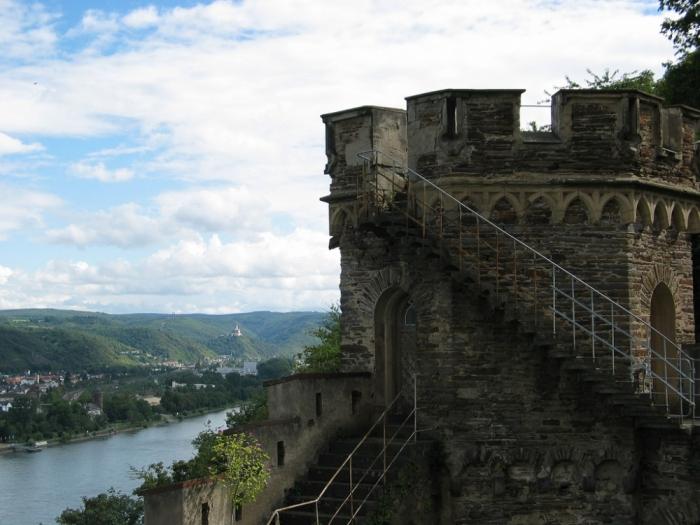 Рейнская жемчужина -Замок Штольценфельс 67111