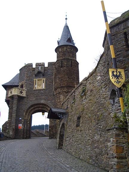 Замок Кохем под Райхсбургом. Германия. 35198
