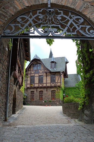 Замок Кохем под Райхсбургом. Германия. 97694