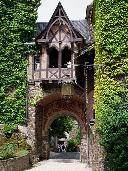 Замок Кохем под Райхсбургом. Германия. 98279
