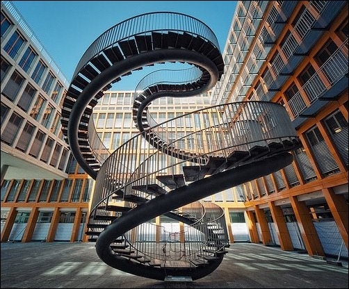 45 спиральных лестниц 1