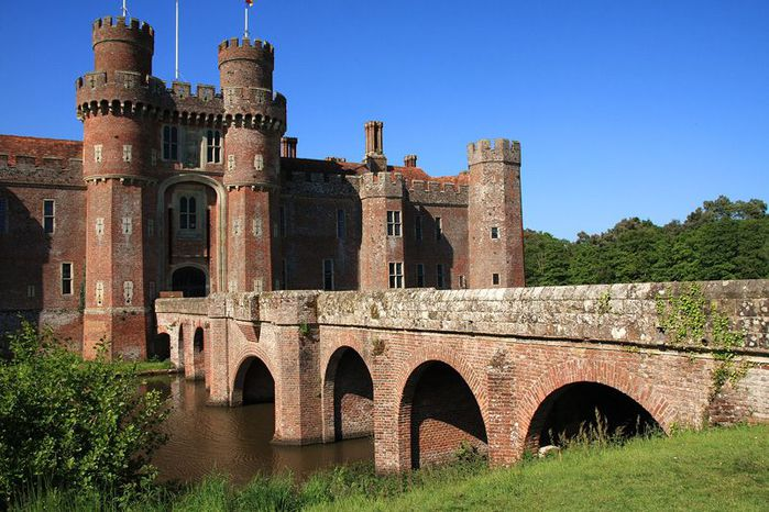 Замок Хёрстмонсо - Herstmonceux Castle 98525
