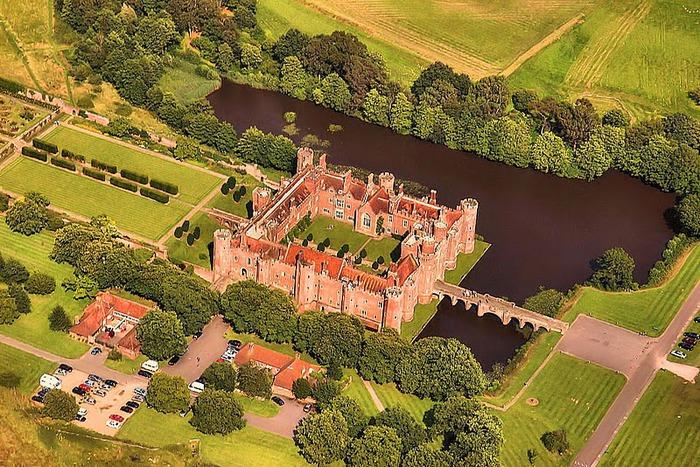 Замок Хёрстмонсо - Herstmonceux Castle 82040