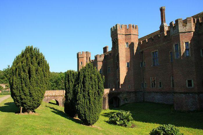 Замок Хёрстмонсо - Herstmonceux Castle 45883
