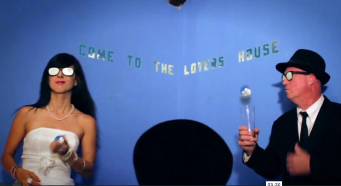 Maximum Balloon ft. Theophilus London. Очень прикольный клип!