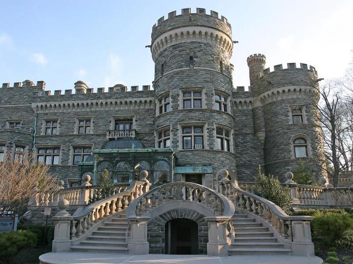 Замок Грей Тауэрс в Гленсайде 46867