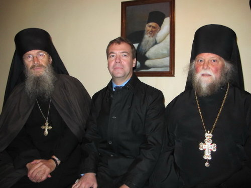 дмитрий медведев и священники в оптиной пустыни