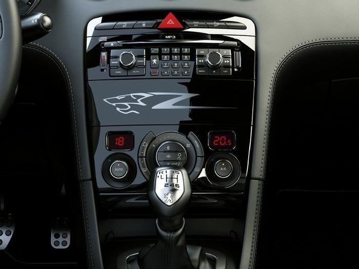 Французский автомобиль Peugeot 308 8