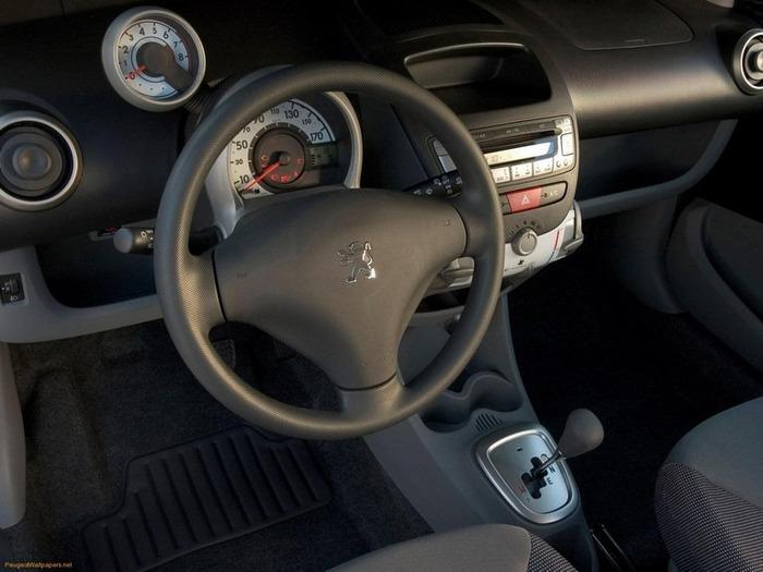 городской автомобиль Peugeot 107 7