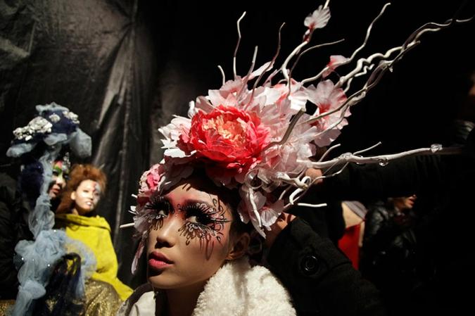 Eonfashion премия стильного  макияжа в рамках недели моды в Пекине, 25 октября 2010 года.
