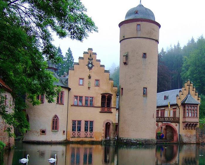 Замок Mespelbrunn. 38130