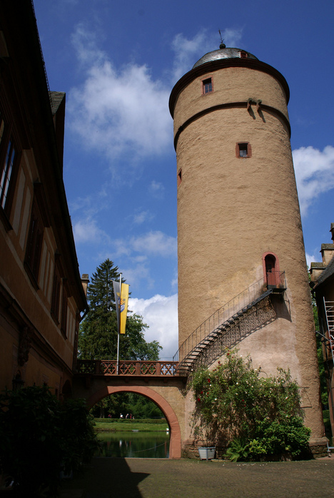 Замок Mespelbrunn. 57442