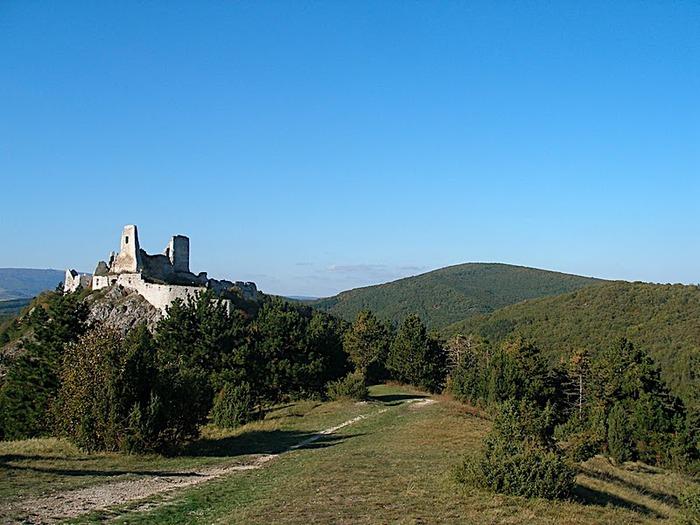 Чахтицкий замок (Cachtice castle) -замок Кровавой Графини. 78847