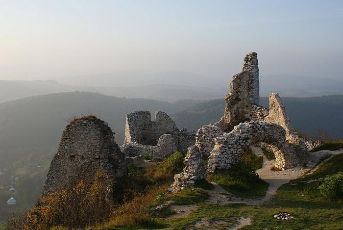 Чахтицкий замок (Cachtice castle) -замок Кровавой Графини. 13517