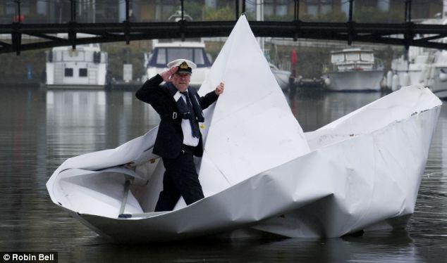 оригами спустили на воду