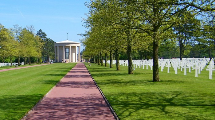 American-Cemetery-Normandy-Colleville-sur-mer-009 (700x393, 107 Kb)