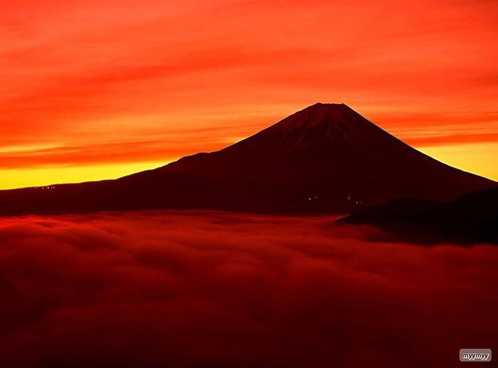 Величественный символ Японии - гора Фудзи 2