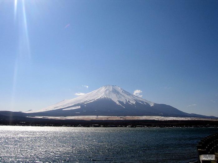 Величественный символ Японии - гора Фудзи 58