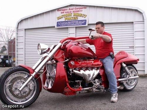 Мотоцикл Boss Hoss с двигателем V10 Dodge Viper