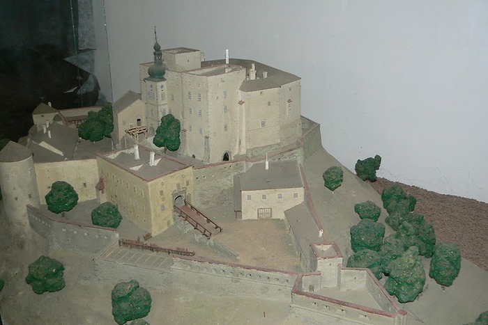 Замок Бухлов (Buchlov) 37425