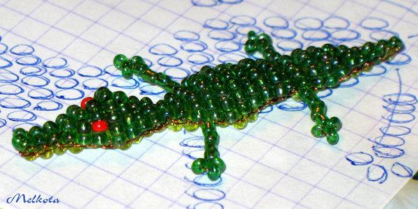 Зеленый крокодил из бисера