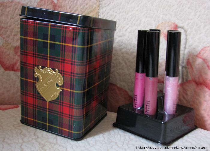 MAC A Tartan Tale Collection Sassy Pink Lassies Lipglass