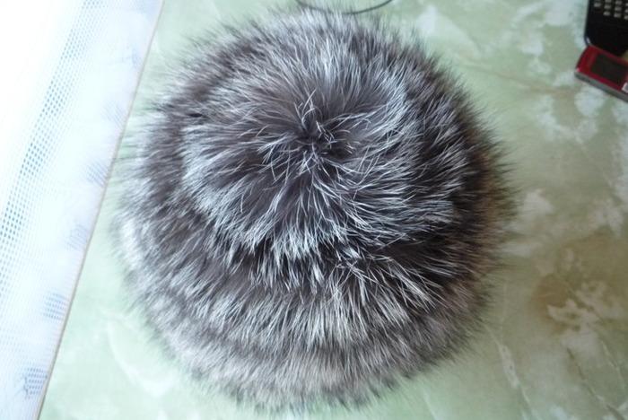 Вязаная шапочка из меха