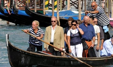 В Венеции появилась первая женщина-гондольер 66789