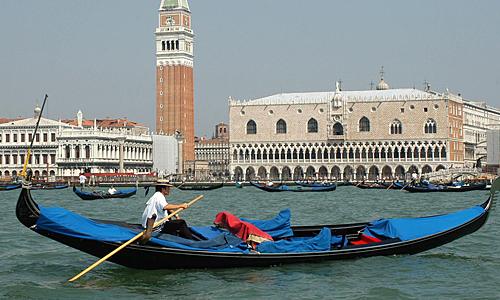 В Венеции появилась первая женщина-гондольер 50162