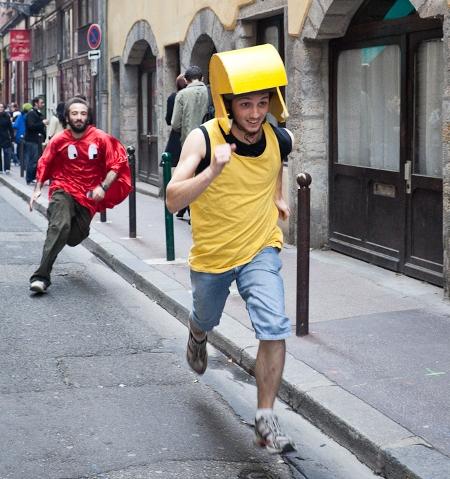 игра в пакмана на улицах франции