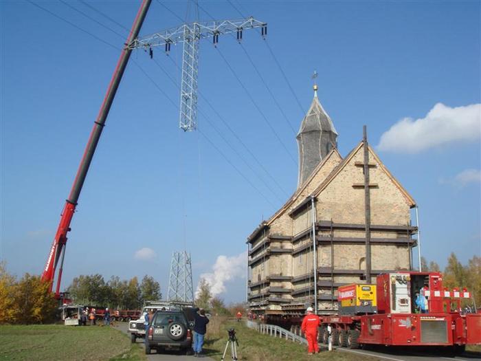 перевозка негабаритного груза - перевозят церковь