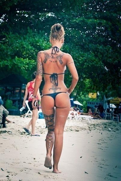 Красивые девушки фото с татуировкой сзади брюнетки фото 737-604