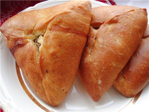 Пироги с мясом, картошкой и луком