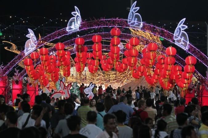Речной Хонгбао фестиваль (River Hongbao festival) отмечает Китайский Новый год, Сингапур, 2 февраля 2011 года.