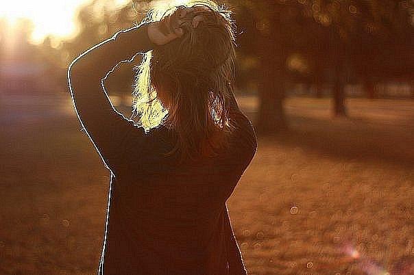 Фото девушки сзади шатенка фото 765-172