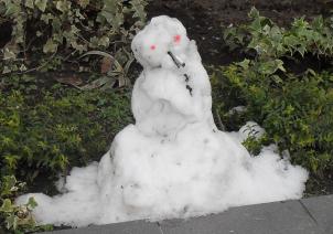 (302x212, 137Kb)Снеговик в Сочи